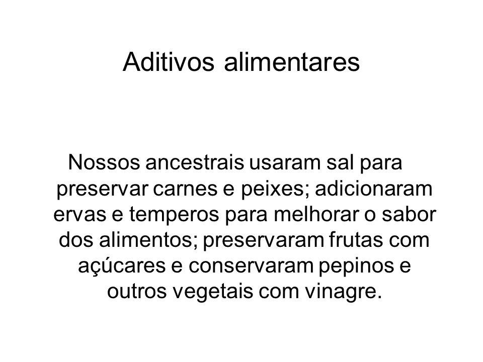 Aditivos alimentares Nossos ancestrais usaram sal para preservar carnes e peixes; adicionaram ervas e temperos para melhorar o sabor dos alimentos; pr