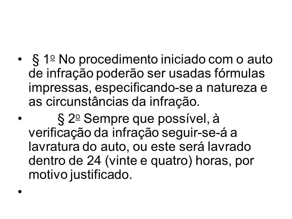§ 1 o No procedimento iniciado com o auto de infração poderão ser usadas fórmulas impressas, especificando-se a natureza e as circunstâncias da infraç
