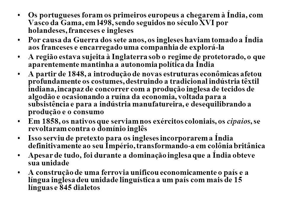 Os portugueses foram os primeiros europeus a chegarem à Índia, com Vasco da Gama, em l498, sendo seguidos no século XVI por holandeses, franceses e in