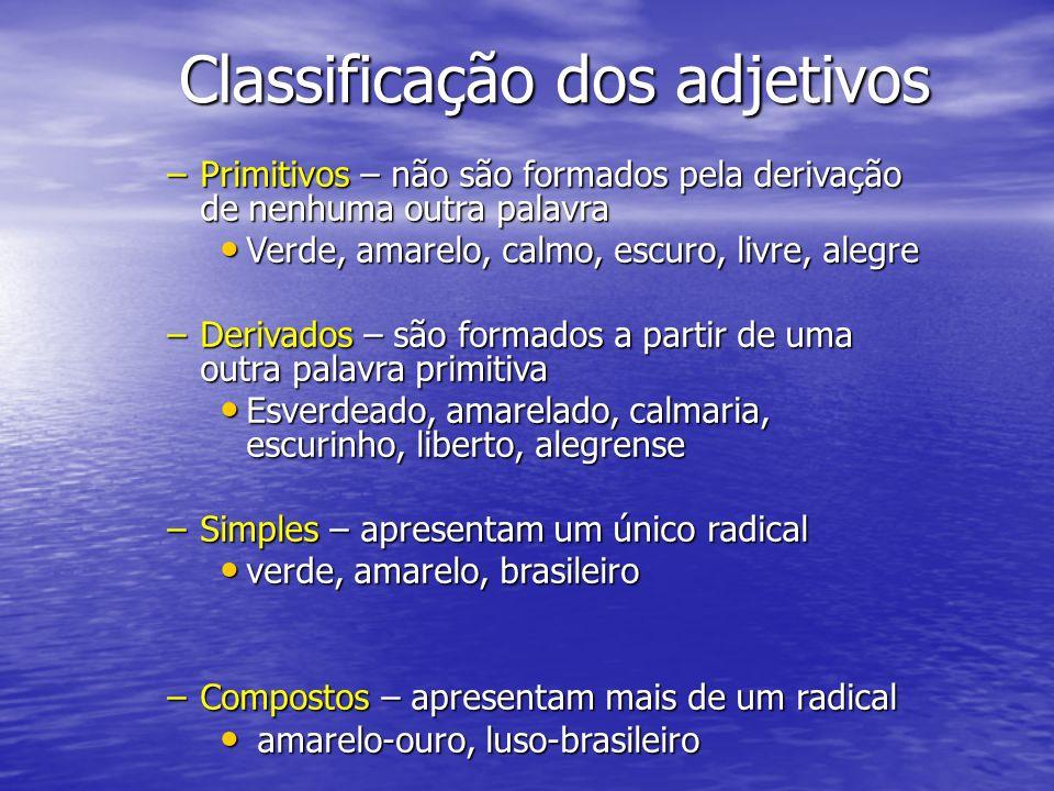 Classificação dos adjetivos –Primitivos – não são formados pela derivação de nenhuma outra palavra Verde, amarelo, calmo, escuro, livre, alegre Verde,