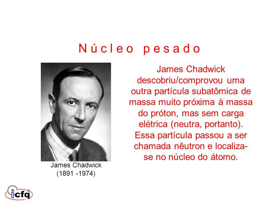 James Chadwick descobriu/comprovou uma outra partícula subatômica de massa muito próxima à massa do próton, mas sem carga elétrica (neutra, portanto).