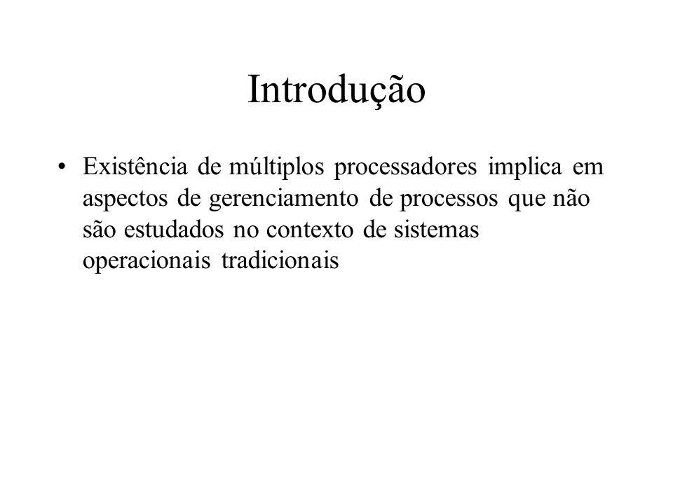 Introdução Existência de múltiplos processadores implica em aspectos de gerenciamento de processos que não são estudados no contexto de sistemas opera