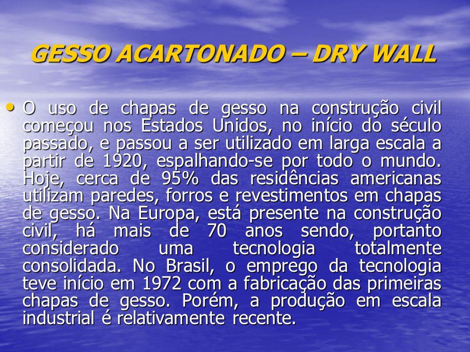 GESSO ACARTONADO – DRY WALL O uso de chapas de gesso na construção civil começou nos Estados Unidos, no início do século passado, e passou a ser utilizado em larga escala a partir de 1920, espalhando-se por todo o mundo.