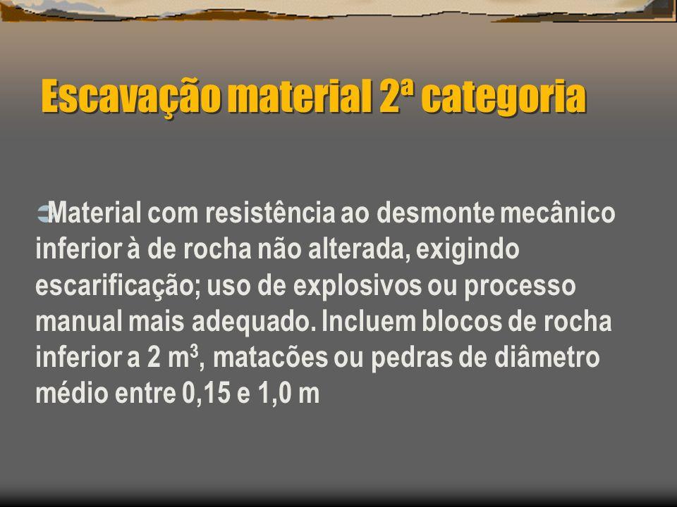 Escavação material 2ª categoria Material com resistência ao desmonte mecânico inferior à de rocha não alterada, exigindo escarificação; uso de explosi
