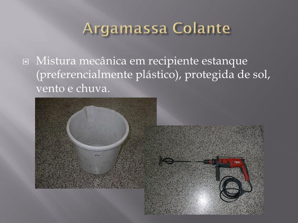 Mistura mecânica em recipiente estanque (preferencialmente plástico), protegida de sol, vento e chuva.