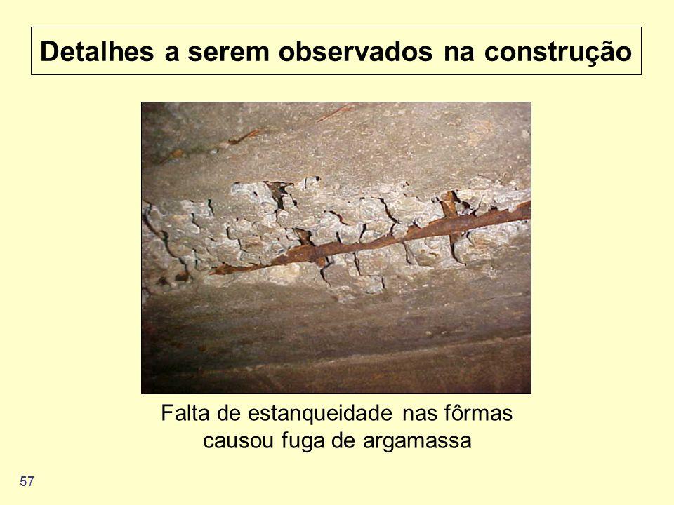 57 Detalhes a serem observados na construção Falta de estanqueidade nas fôrmas causou fuga de argamassa