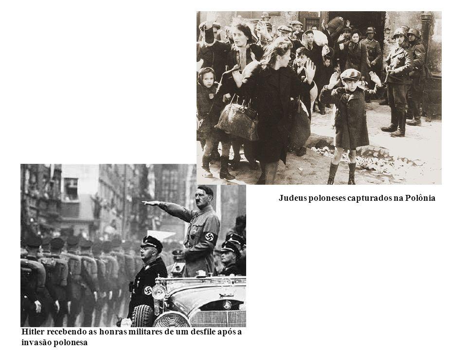 Hitler recebendo as honras militares de um desfile após a invasão polonesa Judeus poloneses capturados na Polônia