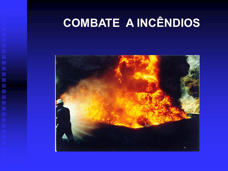 Equipamento para Combate a Incêndio Hidrante n Os abrigos dos hidrantes geralmente alojam mangueiras de 15 ou 30 metros e bicos que possibilitam a utilização da água em jato ou sob a forma de neblina, tipo Universal.