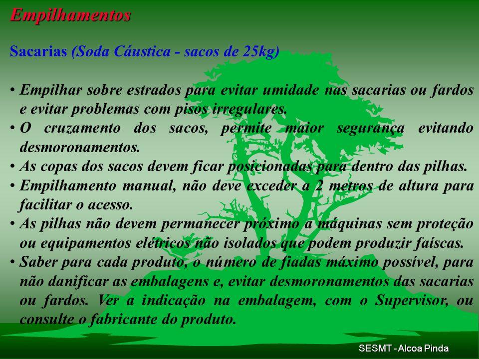 SESMT - Alcoa Pinda Empilhamentos Sacarias (Soda Cáustica - sacos de 25kg) Empilhar sobre estrados para evitar umidade nas sacarias ou fardos e evitar