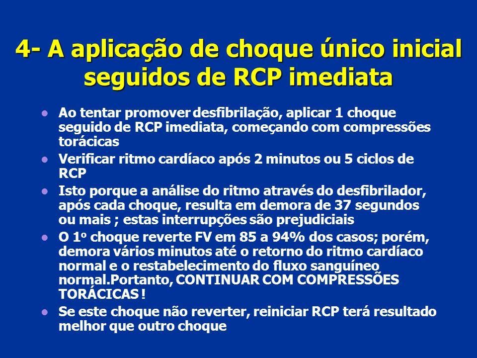 4- A aplicação de choque único inicial seguidos de RCP imediata Ao tentar promover desfibrilação, aplicar 1 choque seguido de RCP imediata, começando