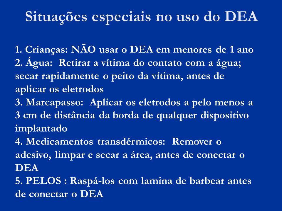 Situações especiais no uso do DEA 1. Crianças: NÃO usar o DEA em menores de 1 ano 2. Água: Retirar a vítima do contato com a água; secar rapidamente o
