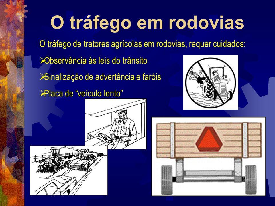O tráfego em rodovias O tráfego de tratores agrícolas em rodovias, requer cuidados: Observância às leis do trânsito Sinalização de advertência e farói