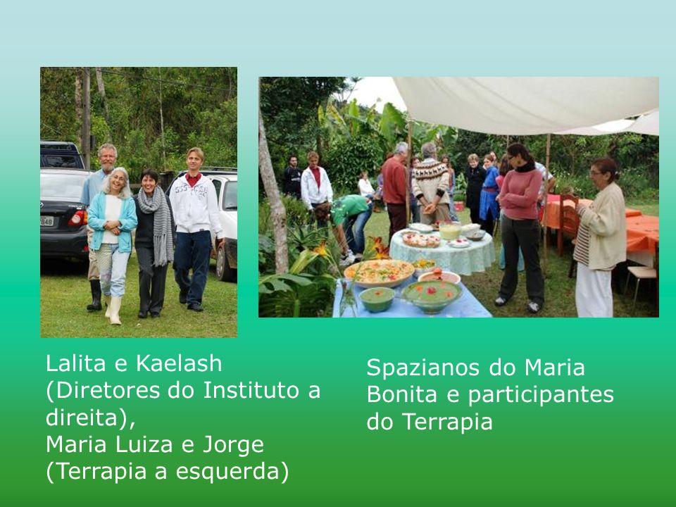 Lalita e Kaelash (Diretores do Instituto a direita), Maria Luiza e Jorge (Terrapia a esquerda) Spazianos do Maria Bonita e participantes do Terrapia