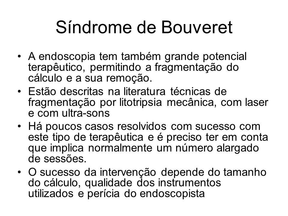 Síndrome de Bouveret A endoscopia tem também grande potencial terapêutico, permitindo a fragmentação do cálculo e a sua remoção. Estão descritas na li