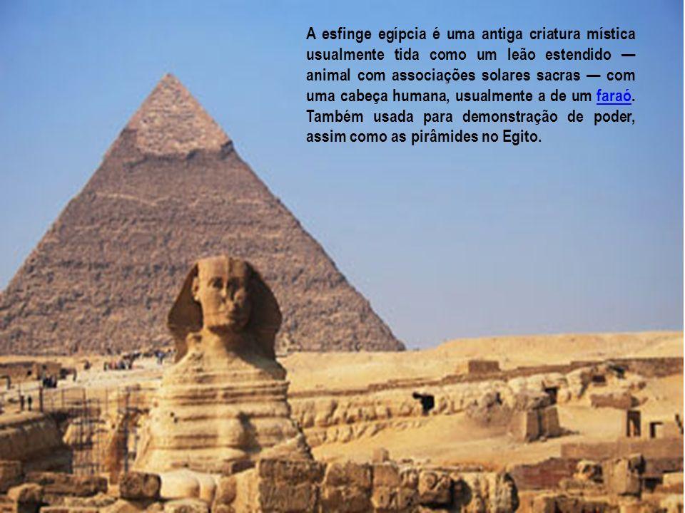 A esfinge egípcia é uma antiga criatura mística usualmente tida como um leão estendido animal com associações solares sacras com uma cabeça humana, us
