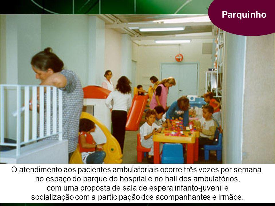 Parquinho O atendimento aos pacientes ambulatoriais ocorre três vezes por semana, no espaço do parque do hospital e no hall dos ambulatórios, com uma proposta de sala de espera infanto-juvenil e socialização com a participação dos acompanhantes e irmãos.
