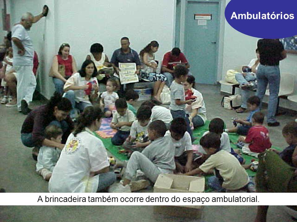 Ambulatórios A brincadeira também ocorre dentro do espaço ambulatorial.
