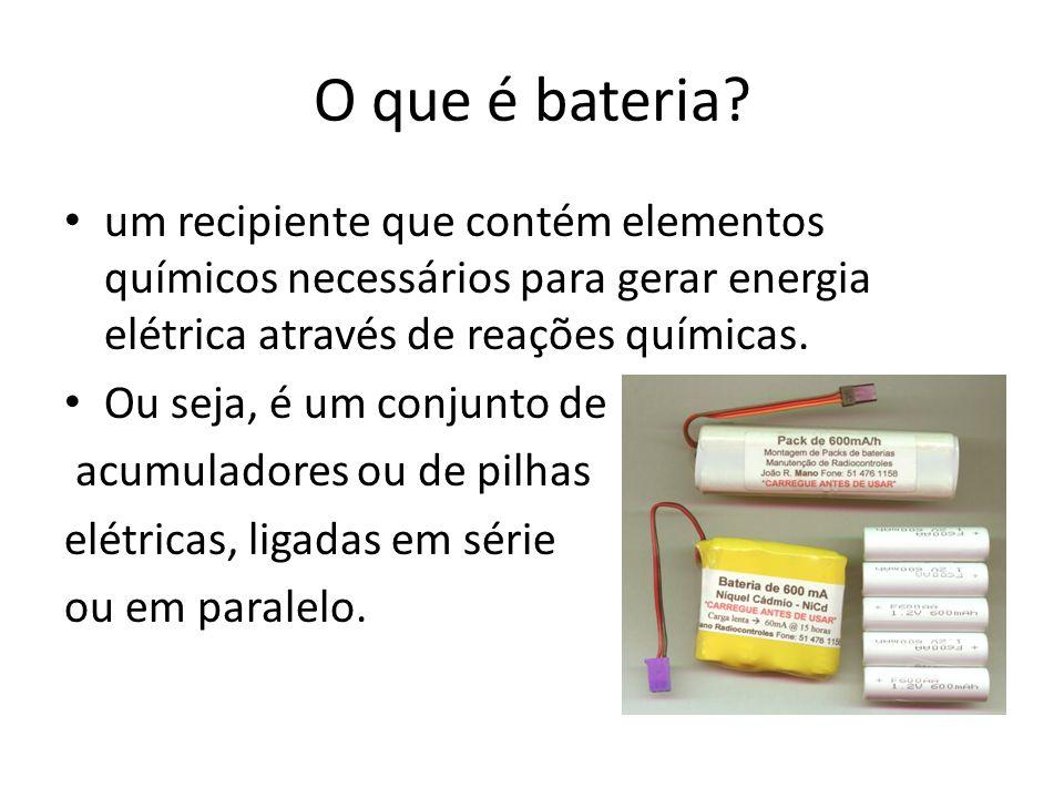 O que é bateria? um recipiente que contém elementos químicos necessários para gerar energia elétrica através de reações químicas. Ou seja, é um conjun