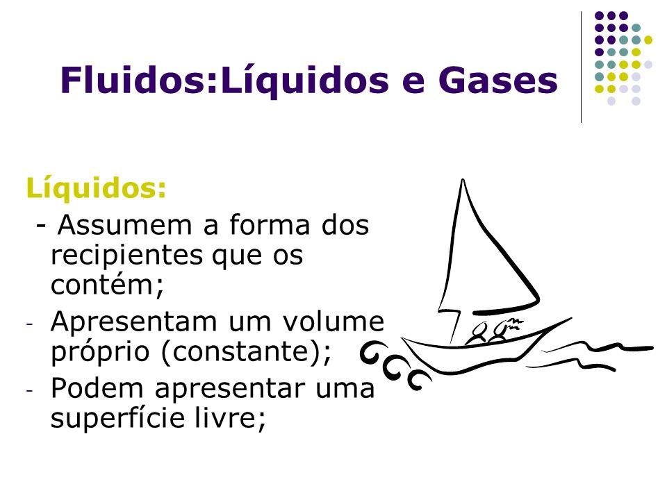 Fluidos:Líquidos e Gases Líquidos: - Assumem a forma dos recipientes que os contém; - Apresentam um volume próprio (constante); - Podem apresentar uma