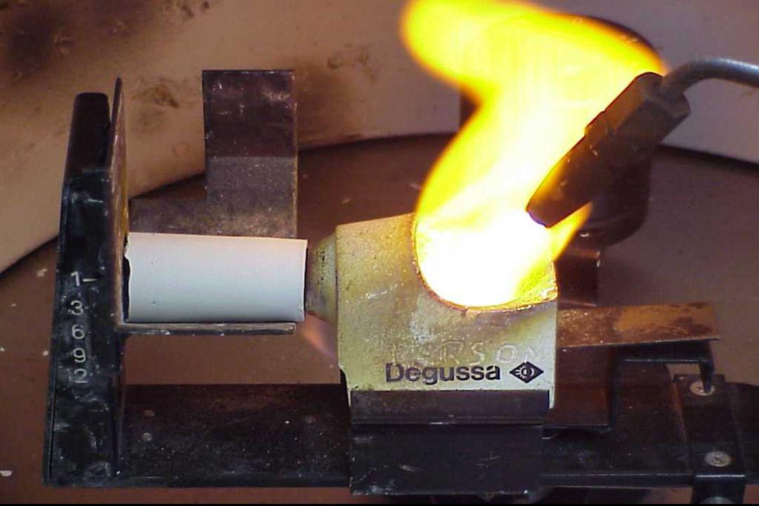 FUSÃO DA LIGA A MAÇARICO Zona de mistura: ausência de calor, mistura antes da combustão.
