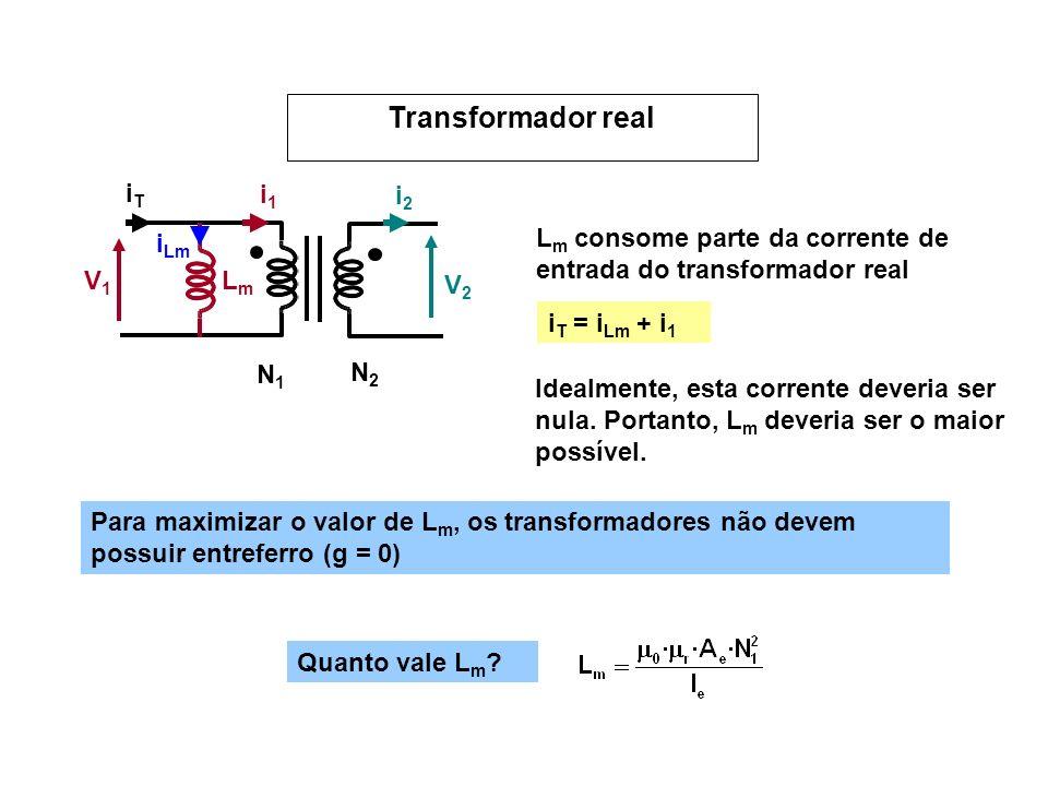 V1V1 V2V2 N1N1 N2N2 i1i1 i2i2 LmLm i Lm iTiT i T = i Lm + i 1 L m consome parte da corrente de entrada do transformador real Idealmente, esta corrente