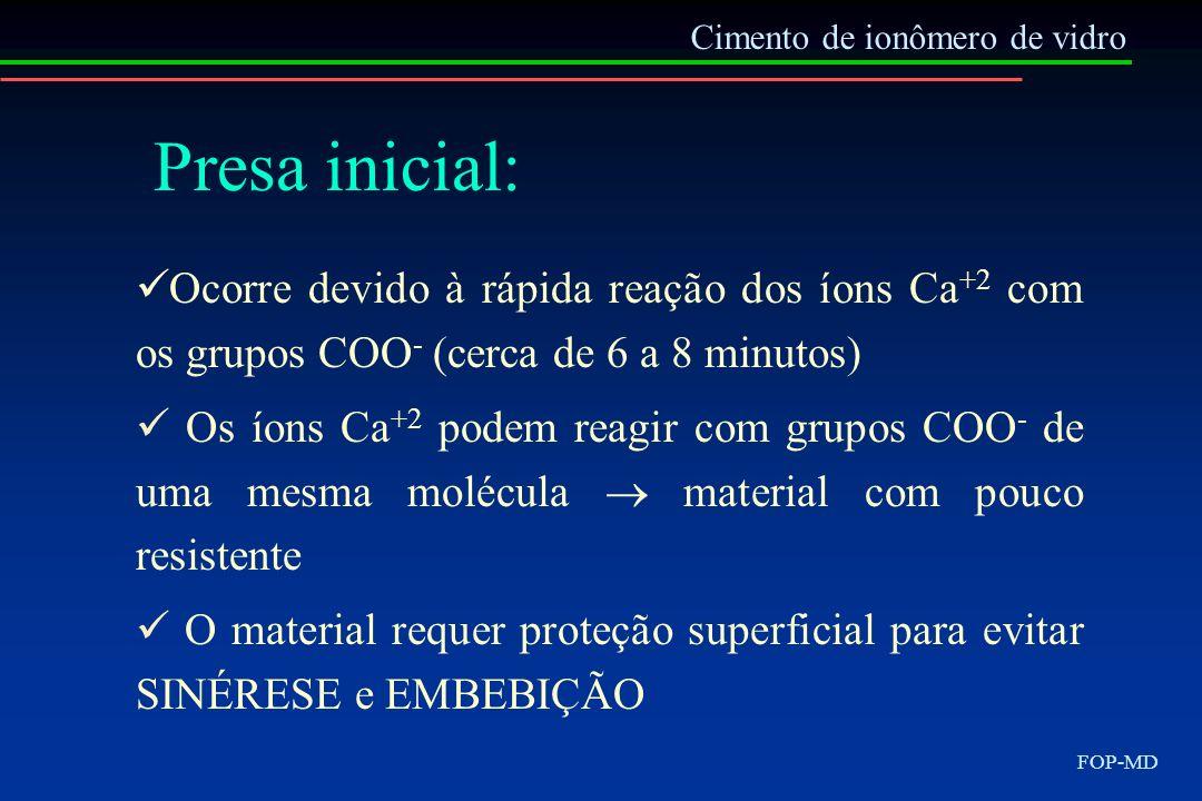 Cimento de ionômero de vidro FOP-MD Presa inicial: Ocorre devido à rápida reação dos íons Ca +2 com os grupos COO - (cerca de 6 a 8 minutos) Os íons C