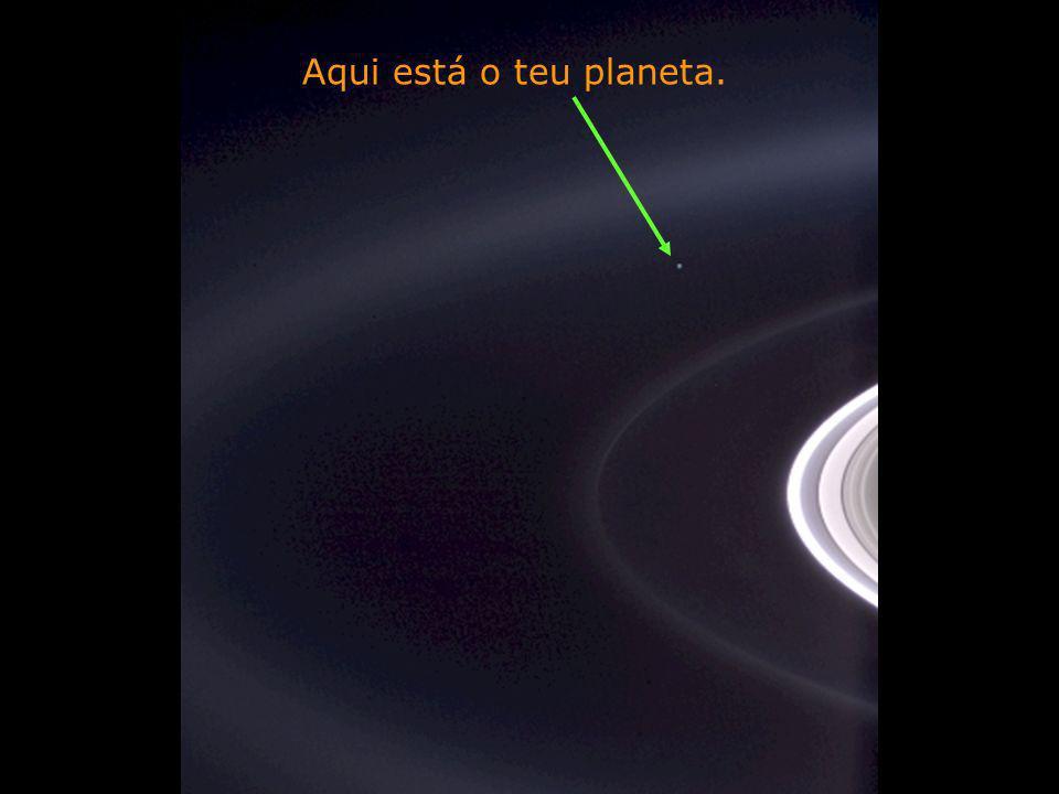 Héla aquí, pues: Contempla esta foto por uns instantes. Foi tirada por Cassini-Juygens, Uma nave espacial não tripulada, em 2004, ao chegar aos anéis