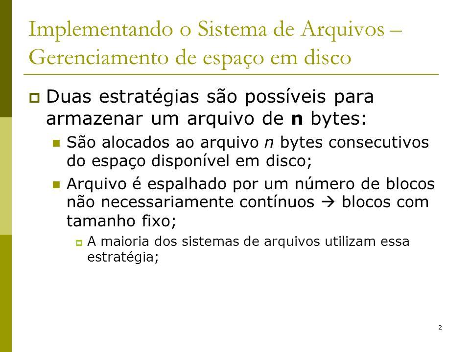 2 Implementando o Sistema de Arquivos – Gerenciamento de espaço em disco Duas estratégias são possíveis para armazenar um arquivo de n bytes: São aloc