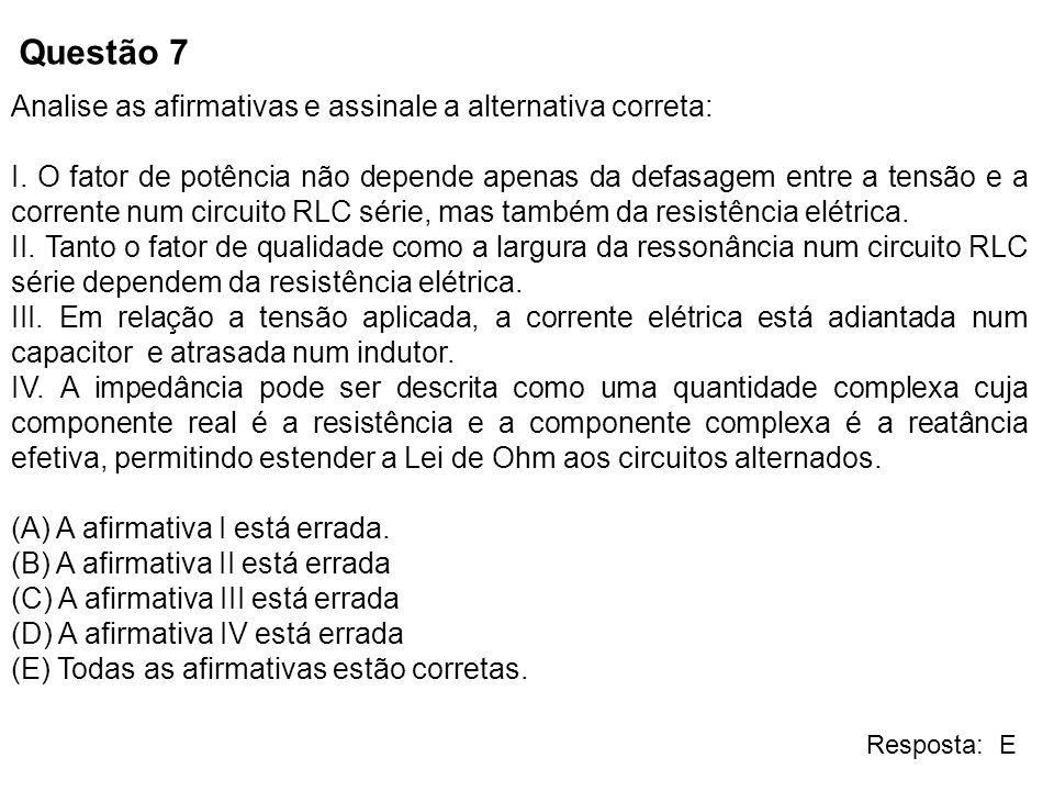 Questão 7 Analise as afirmativas e assinale a alternativa correta: I. O fator de potência não depende apenas da defasagem entre a tensão e a corrente