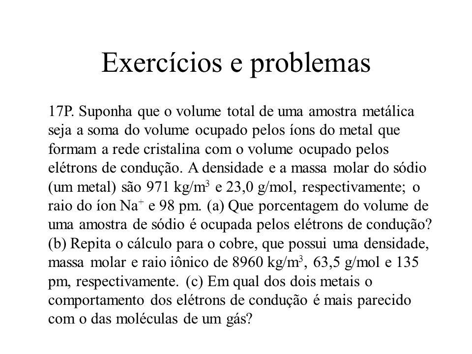 Exercícios e problemas 17P. Suponha que o volume total de uma amostra metálica seja a soma do volume ocupado pelos íons do metal que formam a rede cri