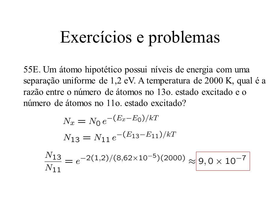 Exercícios e problemas 55E. Um átomo hipotético possui níveis de energia com uma separação uniforme de 1,2 eV. A temperatura de 2000 K, qual é a razão