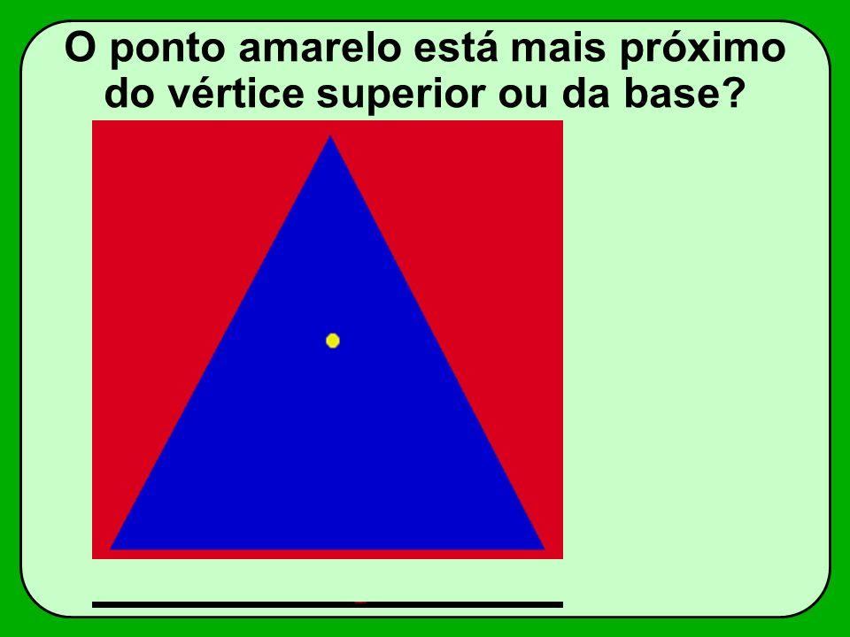 O ponto amarelo está mais próximo do vértice superior ou da base?