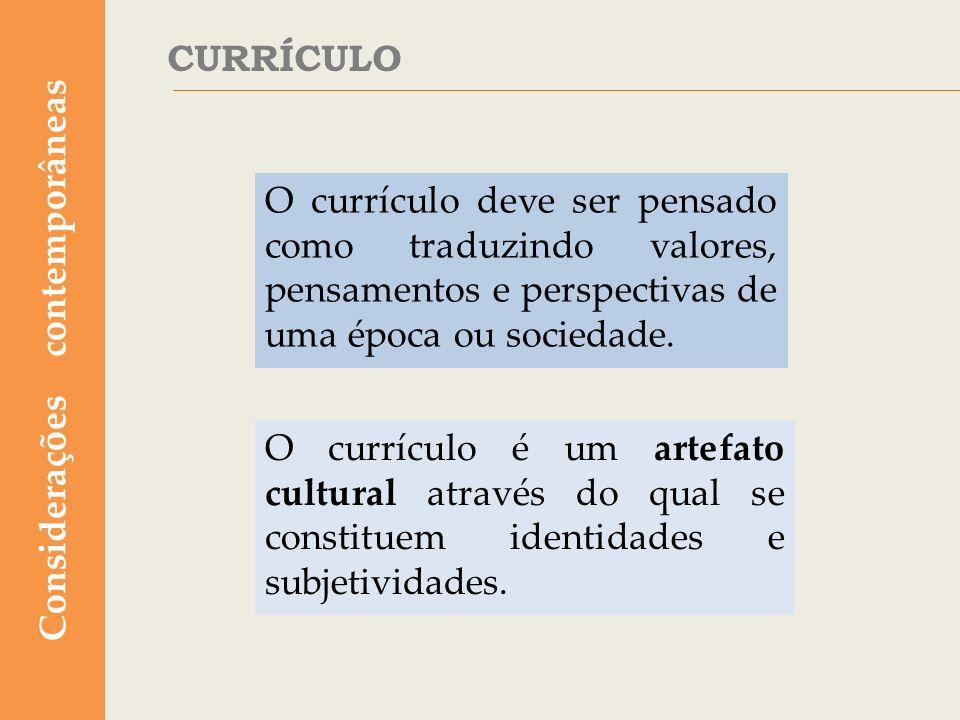 Tradicionalmente, o currículo escolar era estático, compartimentado e seguia uma estrutura disciplinar rígida.