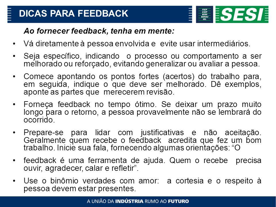 Ao fornecer feedback, tenha em mente: Vá diretamente à pessoa envolvida e evite usar intermediários. Seja específico, indicando o processo ou comporta