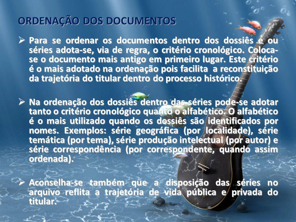 ORDENAÇÃO DOS DOCUMENTOS Para se ordenar os documentos dentro dos dossiês e ou séries adota-se, via de regra, o critério cronológico. Coloca- se o doc