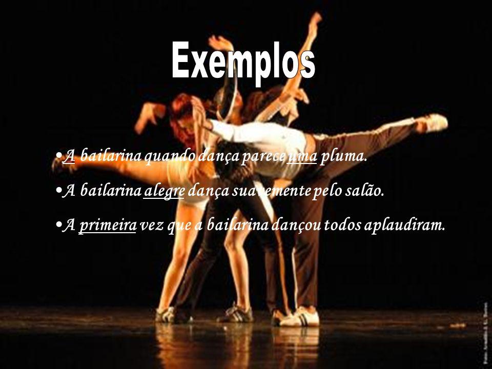 A bailarina quando dança parece uma pluma.A bailarina alegre dança suavemente pelo salão.