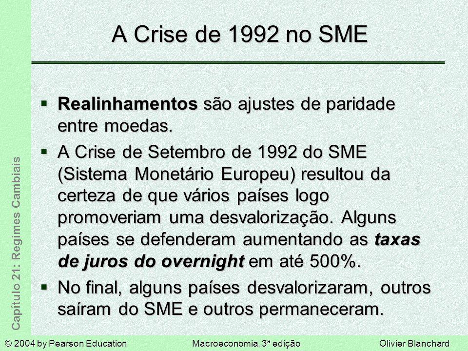 © 2004 by Pearson EducationMacroeconomia, 3ª ediçãoOlivier Blanchard Capítulo 21: Regimes Cambiais A Crise de 1992 no SME Realinhamentos são ajustes de paridade entre moedas.
