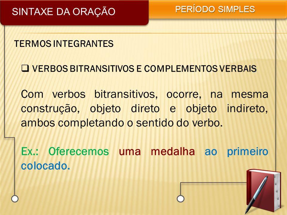SINTAXE DA ORAÇÃO PERÍODO SIMPLES TERMOS INTEGRANTES S VERBOS BITRANSITIVOS E COMPLEMENTOS VERBAIS Com verbos bitransitivos, ocorre, na mesma construç