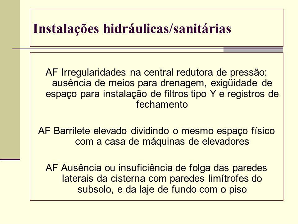 Instalações hidráulicas/sanitárias AF Irregularidades na central redutora de pressão: ausência de meios para drenagem, exigüidade de espaço para insta