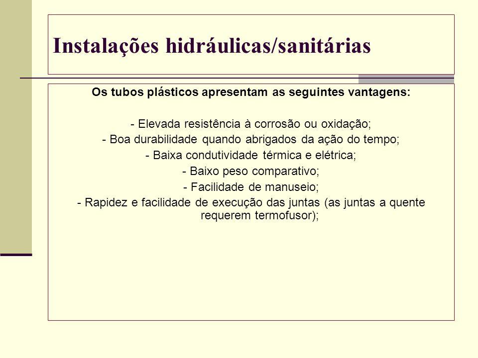 Instalações hidráulicas/sanitárias Os tubos plásticos apresentam as seguintes vantagens: - Elevada resistência à corrosão ou oxidação; - Boa durabilid