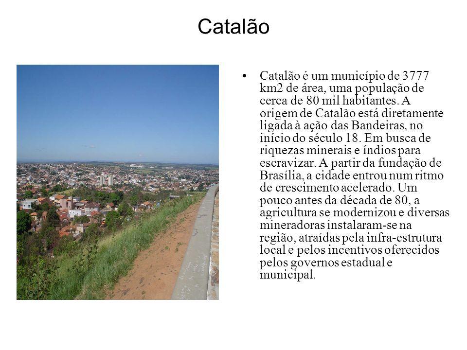 Catalão Catalão é um município de 3777 km2 de área, uma população de cerca de 80 mil habitantes. A origem de Catalão está diretamente ligada à ação da