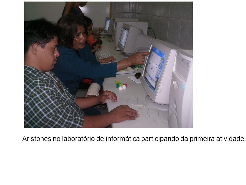 Aristones no laboratório de informática participando da primeira atividade.
