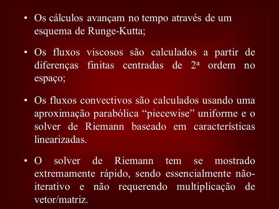 Os cálculos avançam no tempo através de um esquema de Runge-Kutta; Os fluxos viscosos são calculados a partir de diferenças finitas centradas de 2 a o