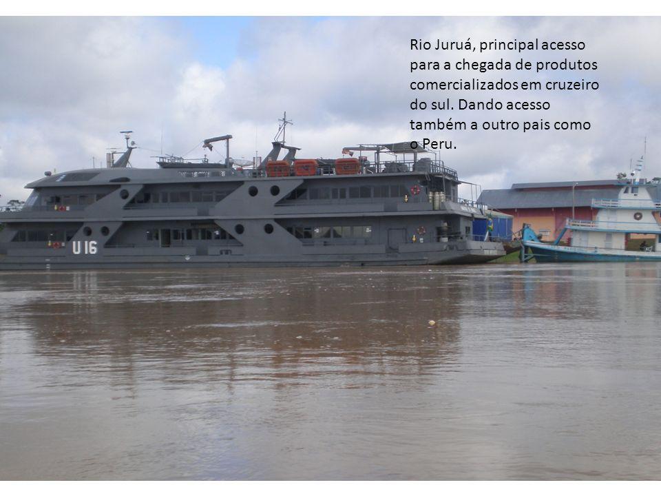 Rio Juruá, principal acesso para a chegada de produtos comercializados em cruzeiro do sul. Dando acesso também a outro pais como o Peru.
