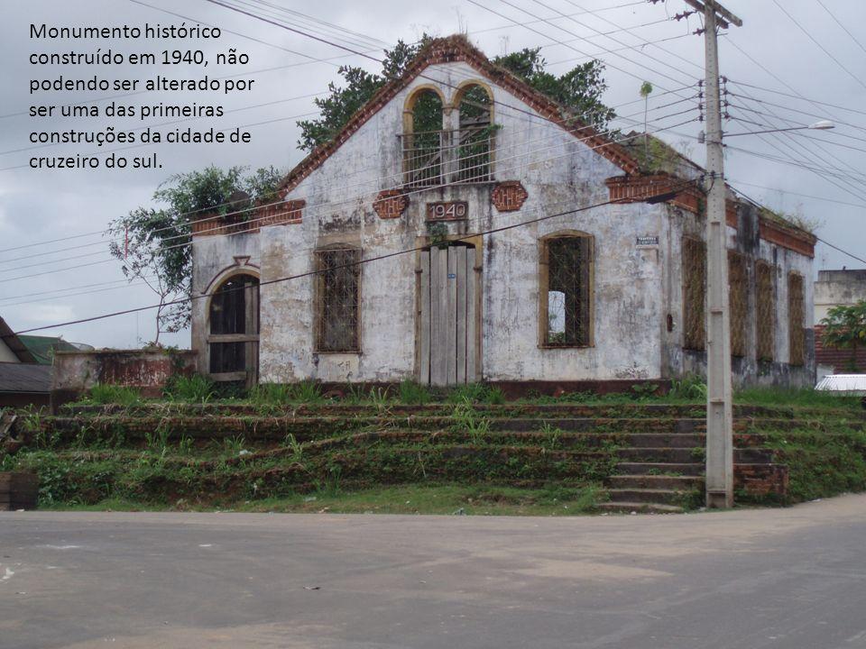 Monumento histórico construído em 1940, não podendo ser alterado por ser uma das primeiras construções da cidade de cruzeiro do sul.
