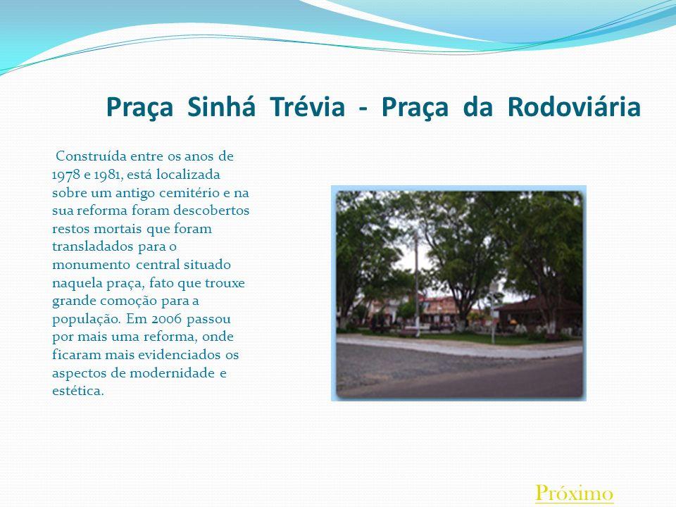 Praça Sinhá Trévia - Praça da Rodoviária Construída entre os anos de 1978 e 1981, está localizada sobre um antigo cemitério e na sua reforma foram des