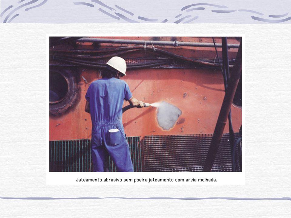 Revestimento com borrachas 5.4.1- Revestimento com borrachas Consiste em recobrir a superfície metálica com uma camada de borracha, utilizando-se o processo de vulcanização.