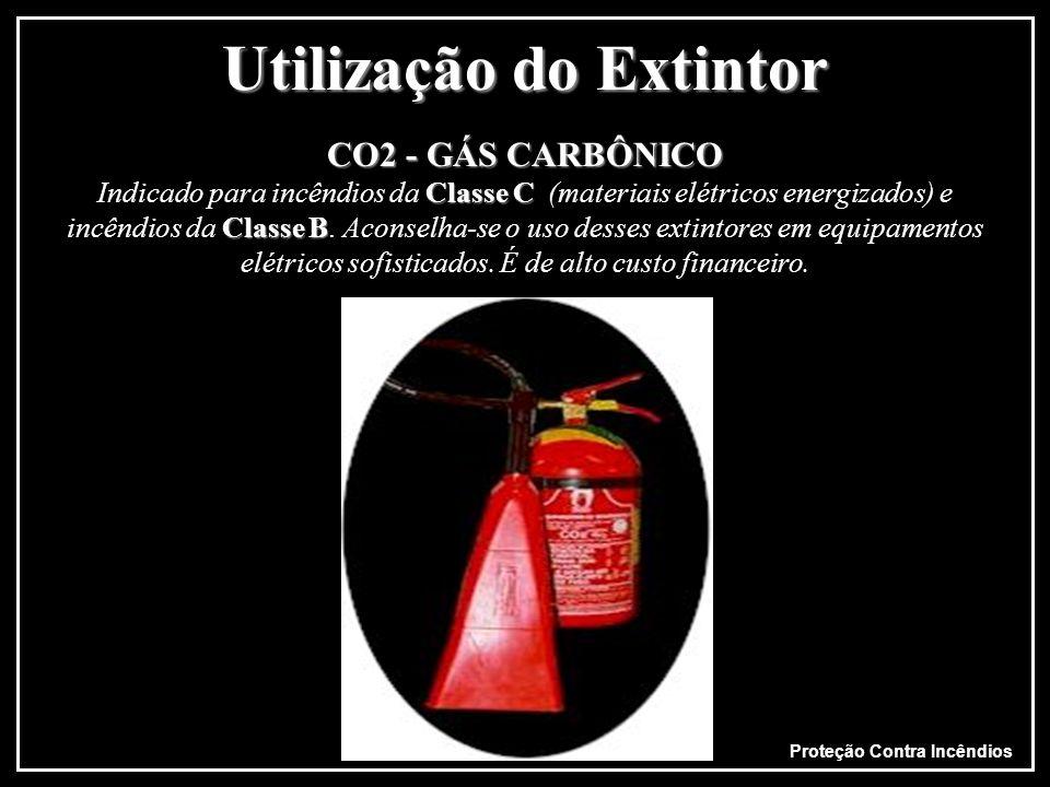 Proteção Contra Incêndios Utilização do Extintor ÁGUAClasse A JAMAIS DEVEM SER USADOS EM INCÊNDIOS DA CLASSE C ÁGUA Indicado para incêndios da Classe