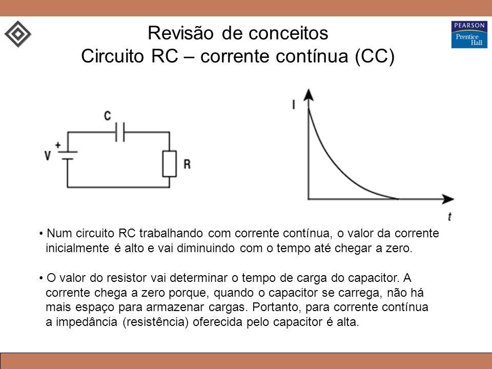Num circuito RC trabalhando com corrente contínua, o valor da corrente inicialmente é alto e vai diminuindo com o tempo até chegar a zero.