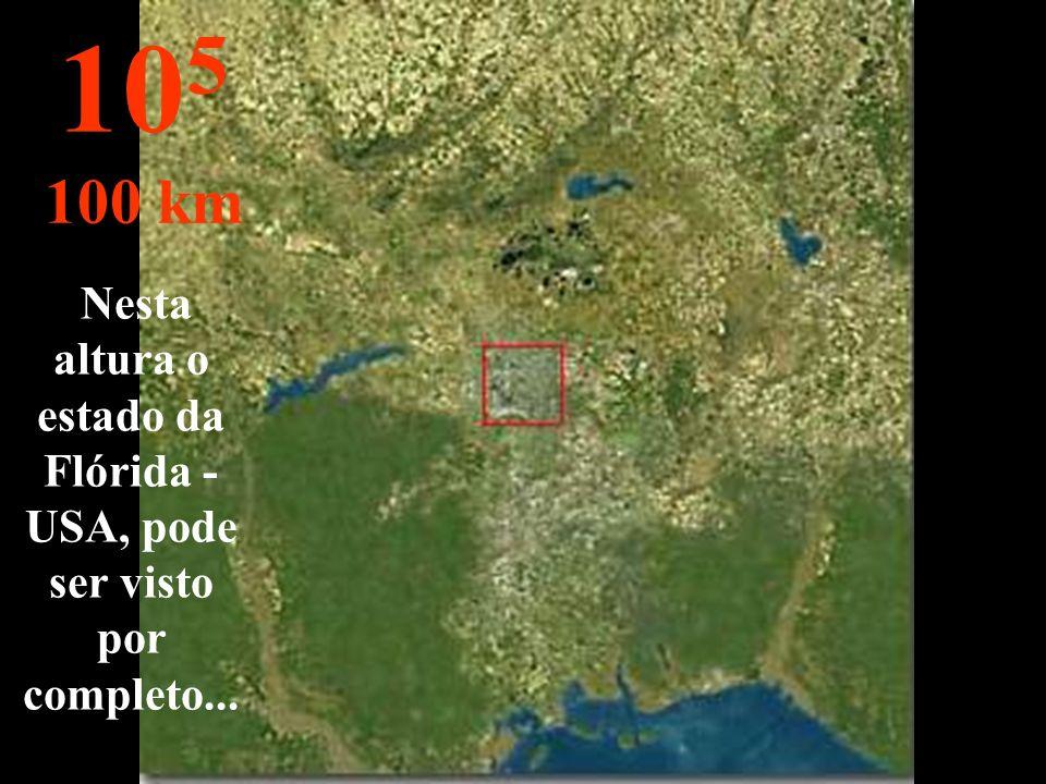 A cidade pode ser observada de cima. Os quarteirões mal são vistos. 10 4 10 km